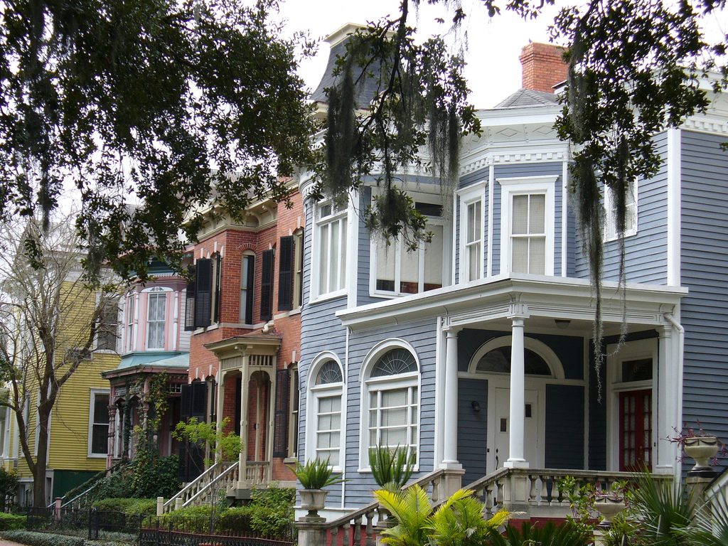 Preserving savannah historic real estate savannah real for Victorian colonial homes